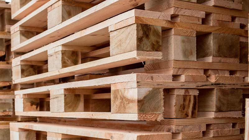 Деревянные поддоны для складирования грузов
