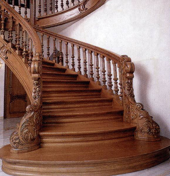 Почему стоит заказывать лестницу из дерева