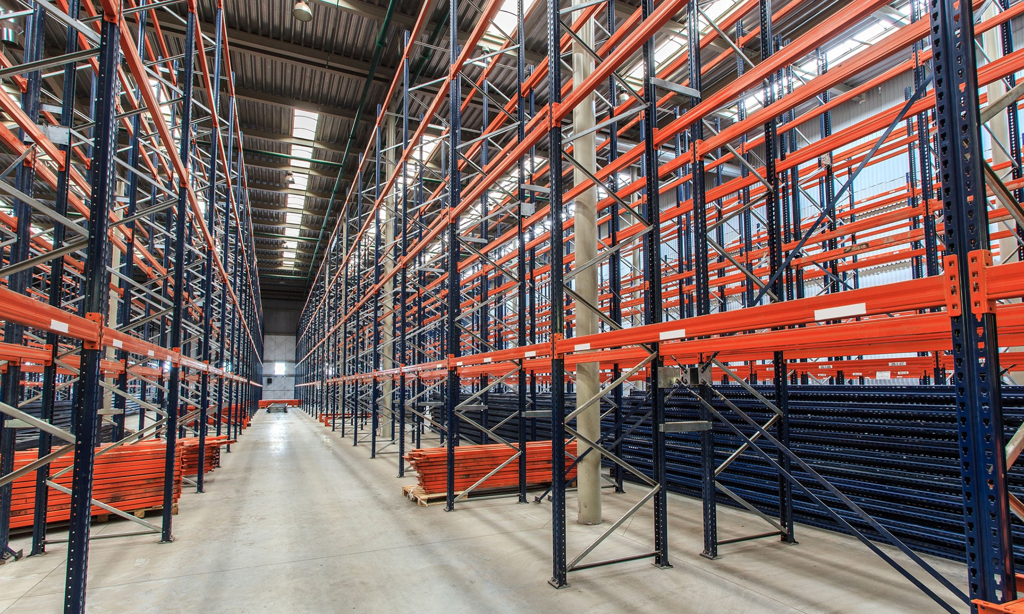 Металлические стеллажи для склада